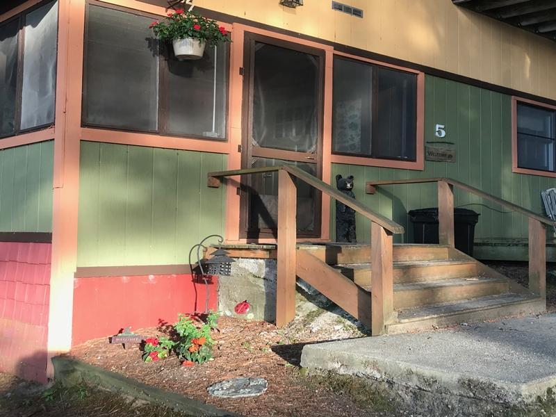 Cabin 5 exterior bear cottage